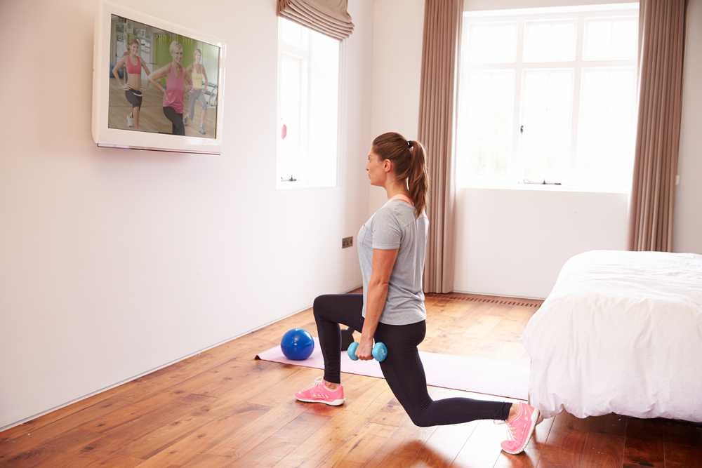 lunges Workout for busy mom, exercise for women at home, easy exercise to do at home for women and mom