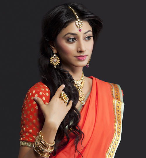 Top 15 Hairstyles for Sarees Pictures for All Types of Face