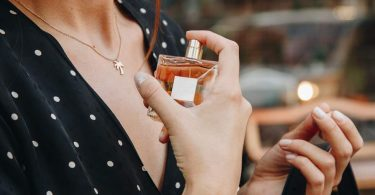 Expert Tips in Choosing the Right Perfume Scent