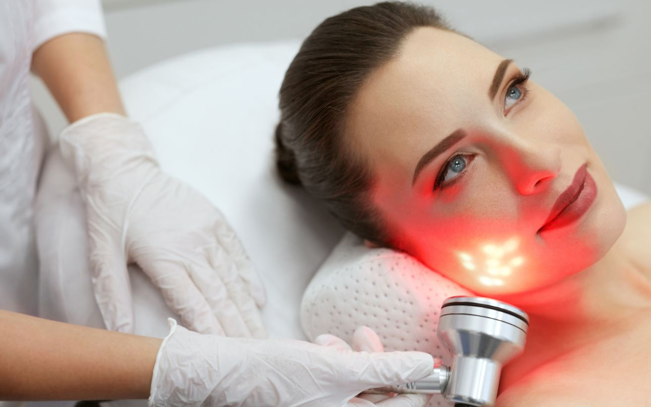 Ways Red Light Therapy Can Improve Your Skin